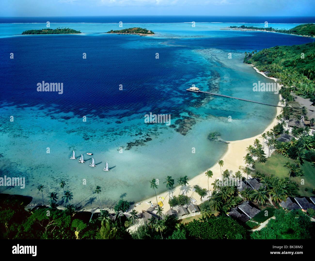 Strand-Blick auf Bora Bora, Gesellschaftsinseln, Französisch-Polynesien, Südsee, Pazifik Stockbild