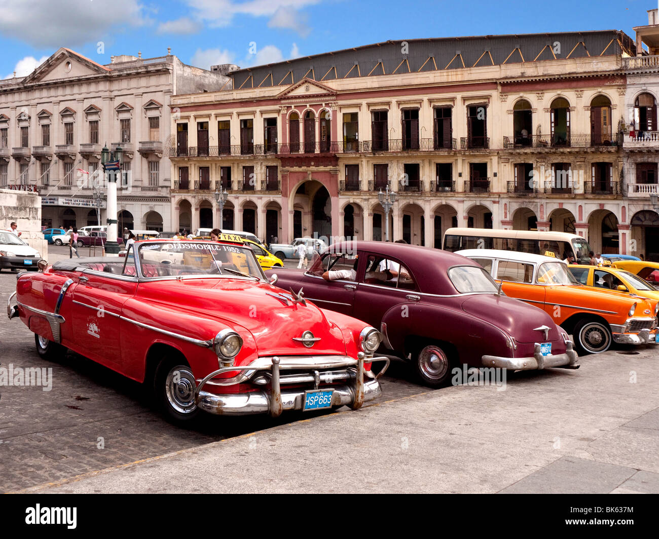 1950er jahre amerikanische autos in der altstadt von havanna havanna kuba stockfoto bild. Black Bedroom Furniture Sets. Home Design Ideas