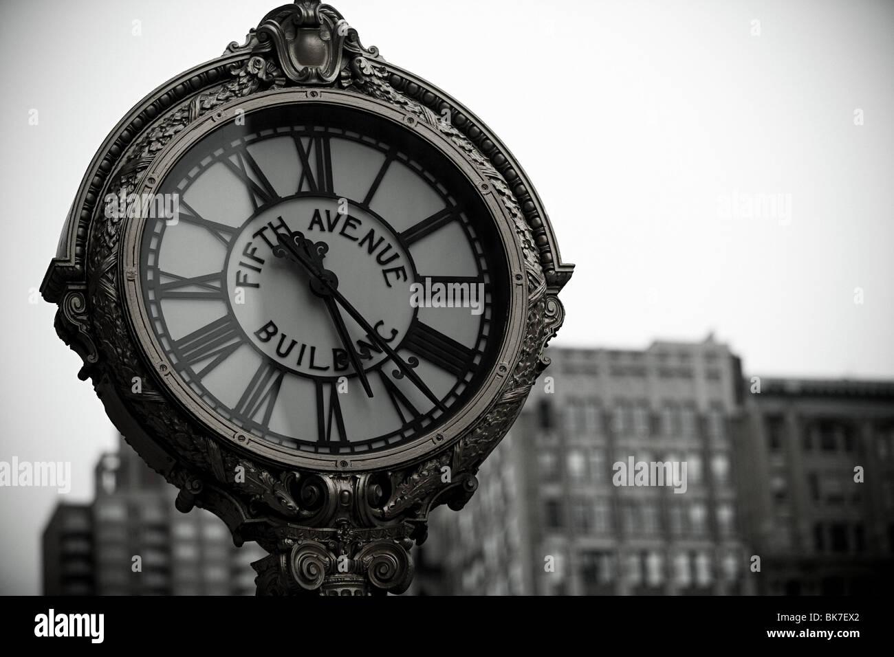 Fifth Avenue Uhr Stockbild