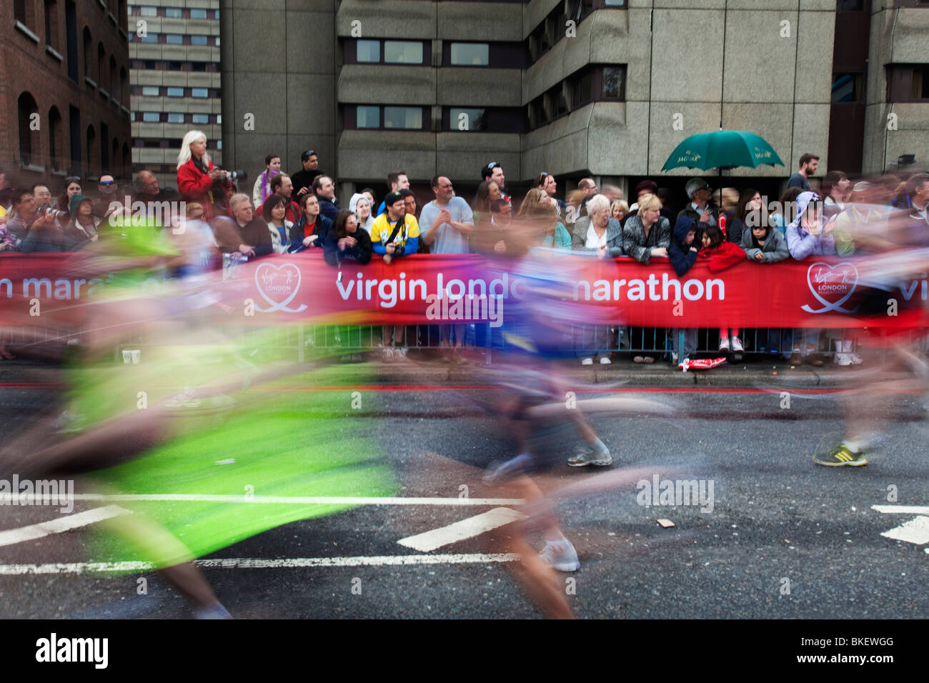 Läufer in der Virgin London-Marathon 2010. Stockbild
