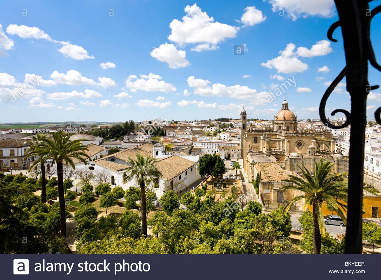 Blick vom Turm der Alcazaba in Jerez De La Frontera in Richtung der Kathedrale und der Altstadt, Andalusien, Provinz Stockbild