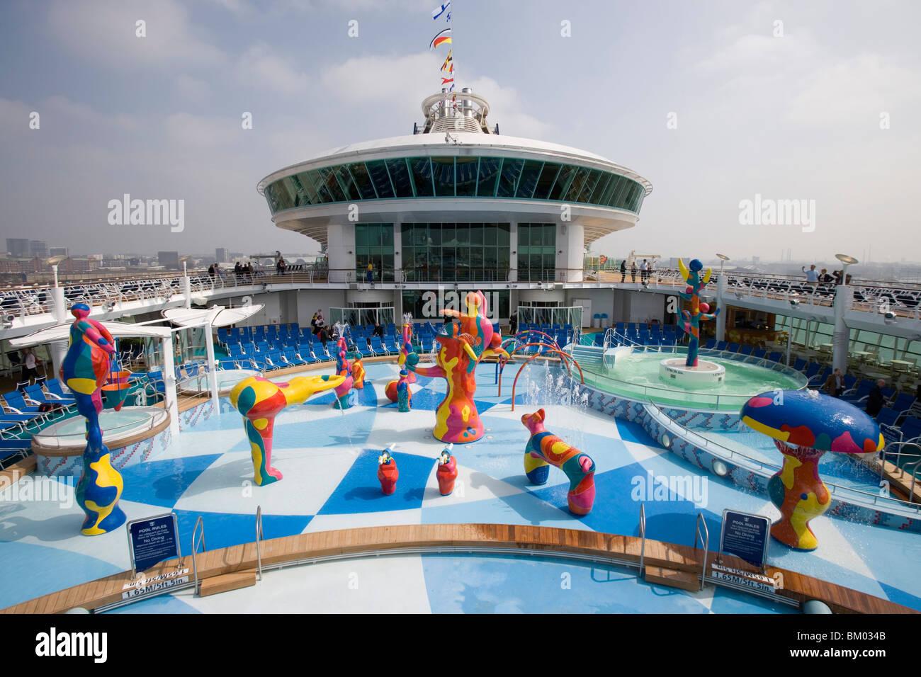 H2O Zone Pool & Brunnen auf Deck 11, Kreuzfahrtschiff Freedom Of The Seas, Royal Caribbean International Cruise Stockbild