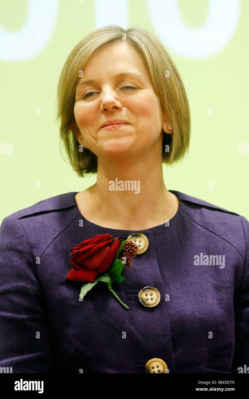 Labour Lilian Greenwood - Nottingham Süd bei der Zählung. Das Harvey Haddon Stadion und Freizeitzentrum Stockbild