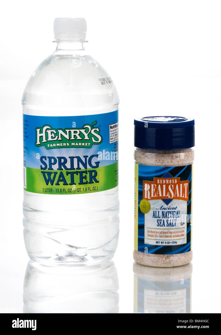 Studio Aufnahme von Wasser (H2O) und Salz (NACL) Stockbild