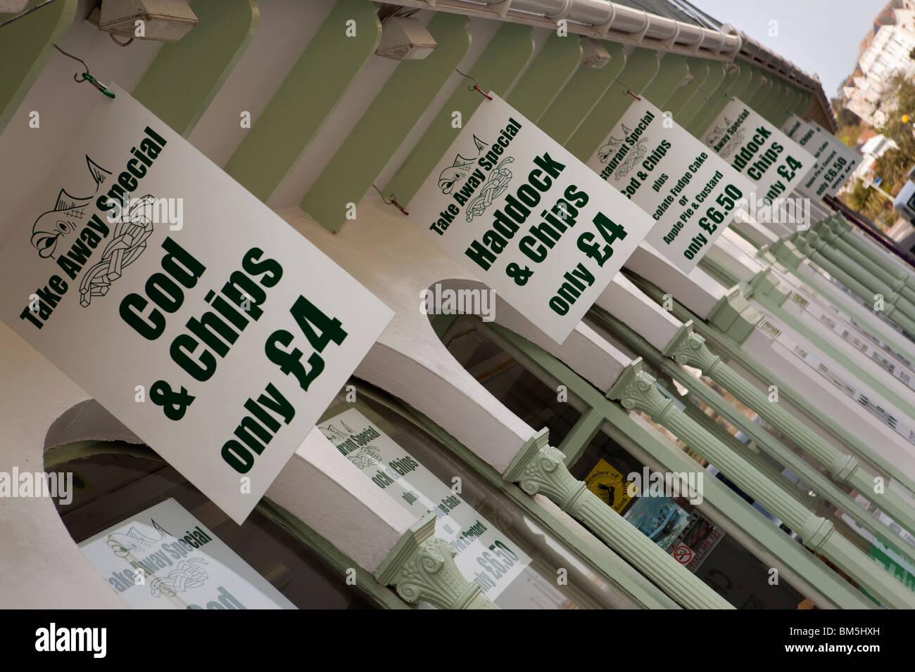 Großbritannien, England, Devon, Ilfracombe, Promenade, preiswerte wegnehmen Fish & Chips-Zeichen Stockbild