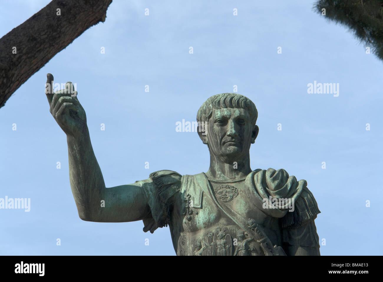 Rom, Italien. Bronze-Statue des römischen Kaisers Trajan (Detail) Stockbild