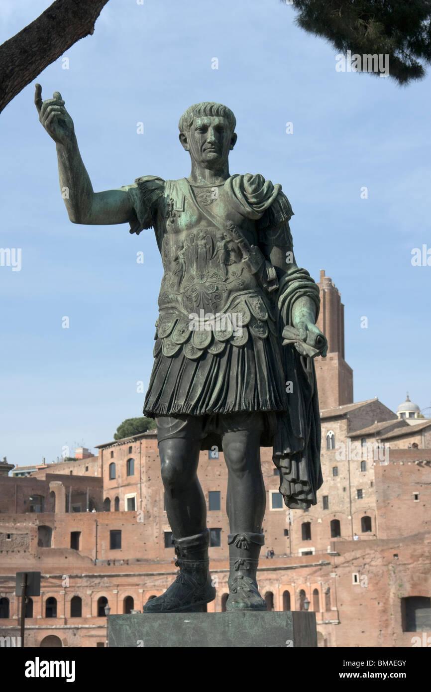 Rom, Italien. Bronze-Statue des römischen Kaisers Trajan Stockbild