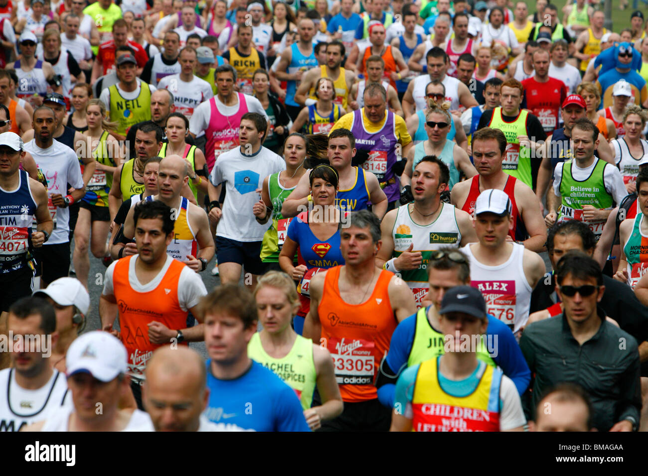 London-Marathon-Läufer entlang Charlton Weg, Blackheath, London, UK Stockbild