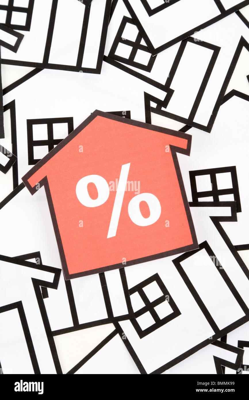 ein rotes Haus Schild, Immobilien-Konzept Stockbild
