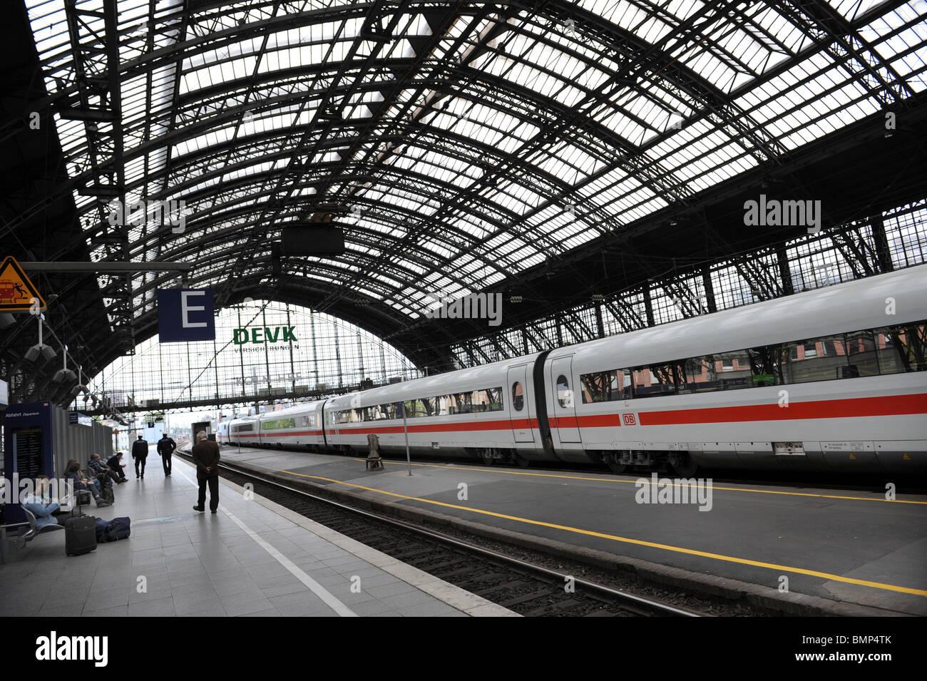 Bahnhof Köln Köln Deutschland Deutschland Europa mit Deutsche Bahn DB ICE Zug Stockbild