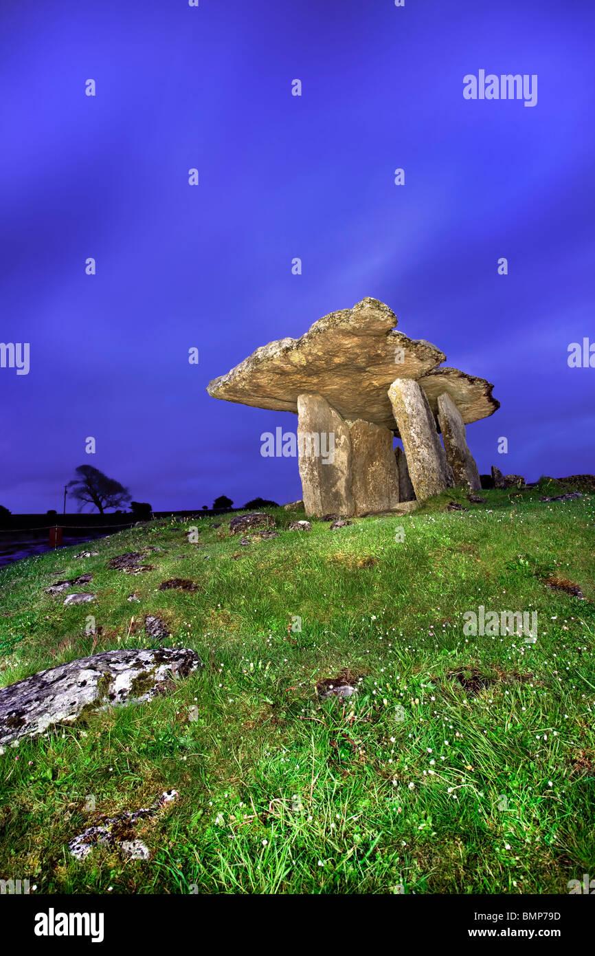 Poulnabrone Dolmen, die Burren, Co Clare. Irland. Stockbild
