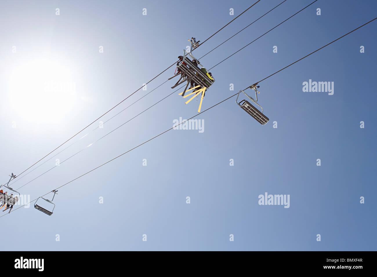 Niedrigen Winkel Ansicht des Skilifts Stockbild