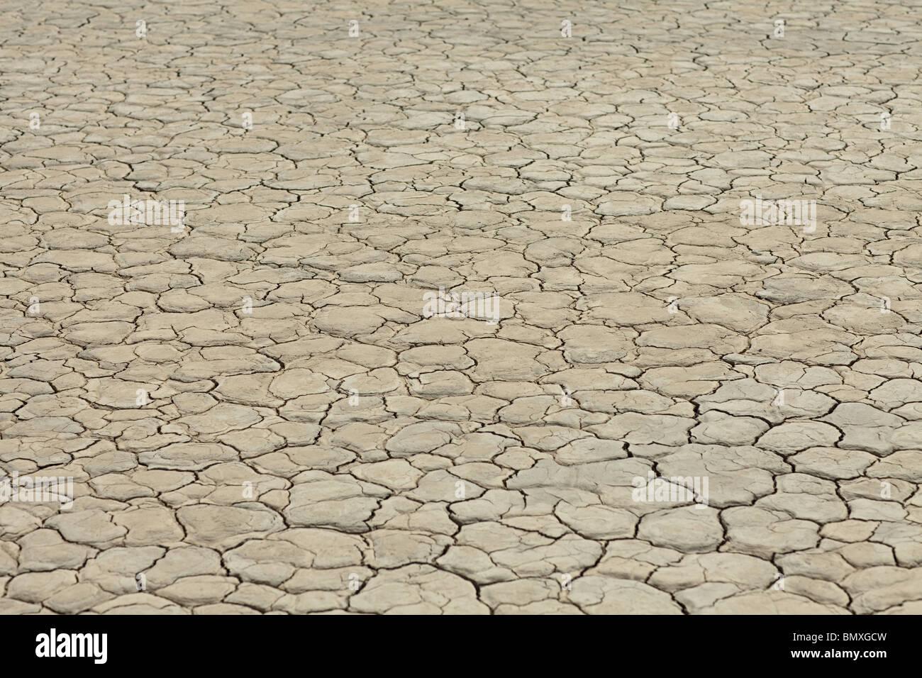 Rissige Oberfläche des ausgetrockneten Sees Bett Stockbild