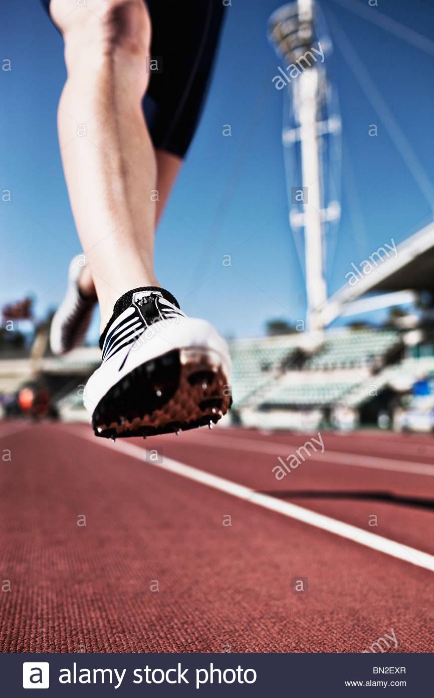 Läufer laufen auf dem richtigen Weg Stockbild