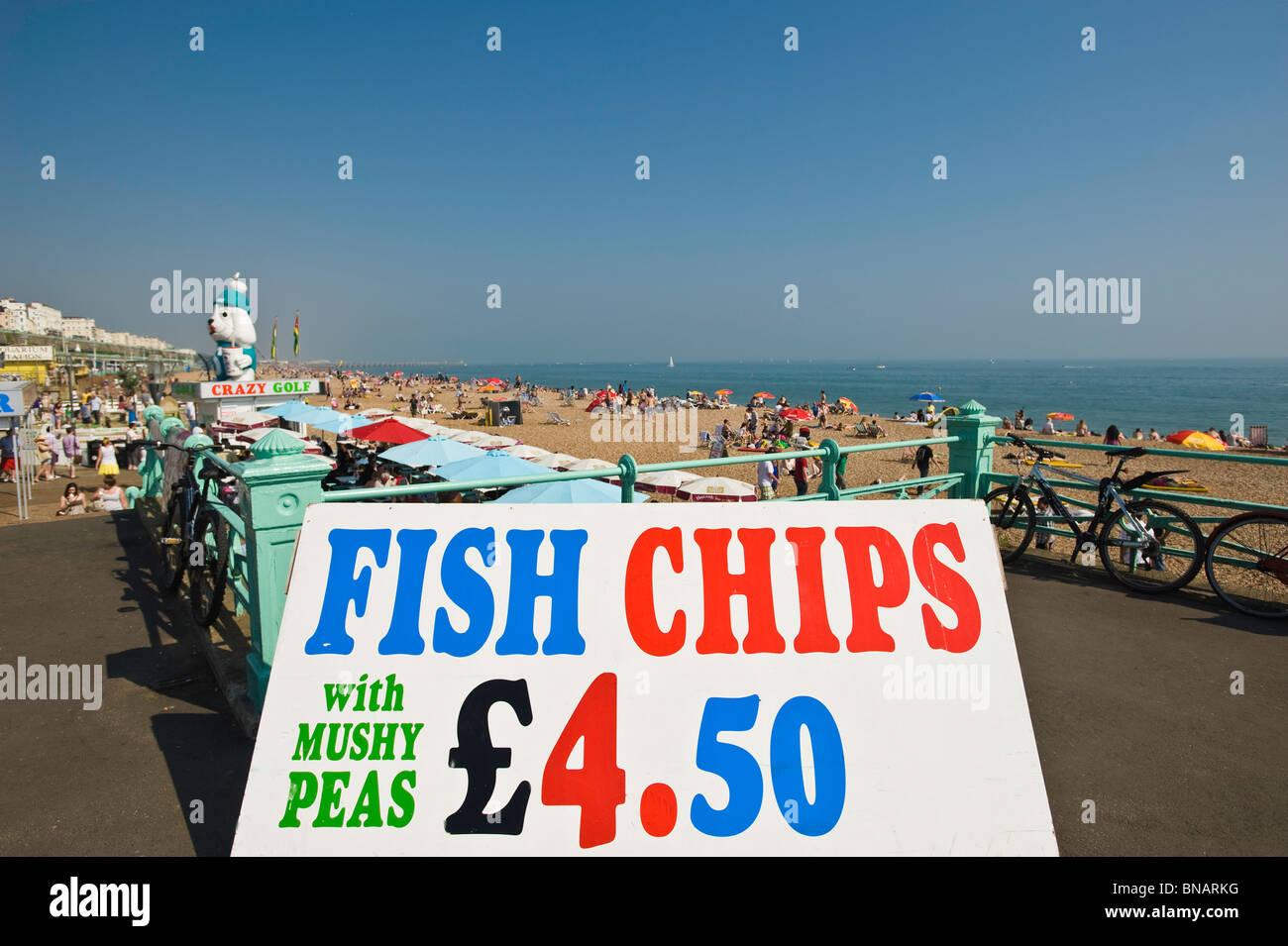 Fish & Chips stall direkt am Meer, Brighton, East Sussex, Großbritannien Stockbild