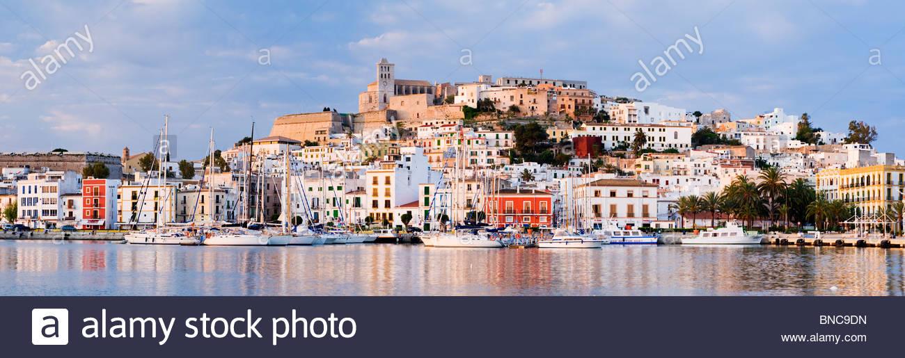 Dalt Vila (Ibiza Altstadt), Ibiza, Balearen, Spanien. Stockbild