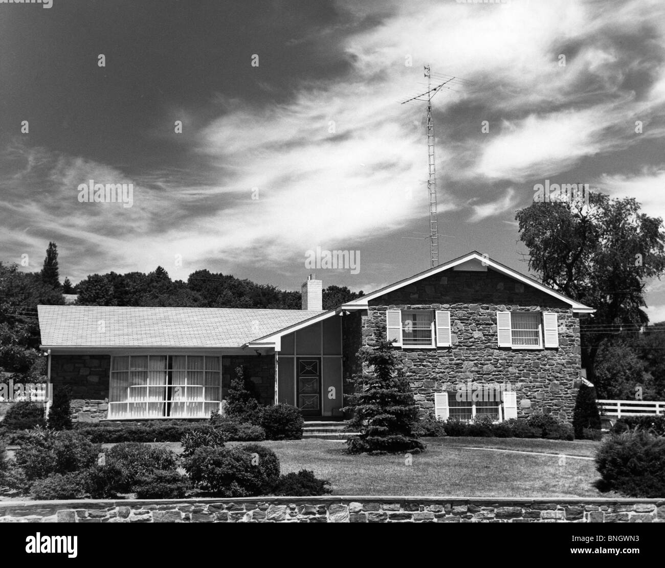 Fassade des Bungalow Haus, 1950er Jahre Stockbild