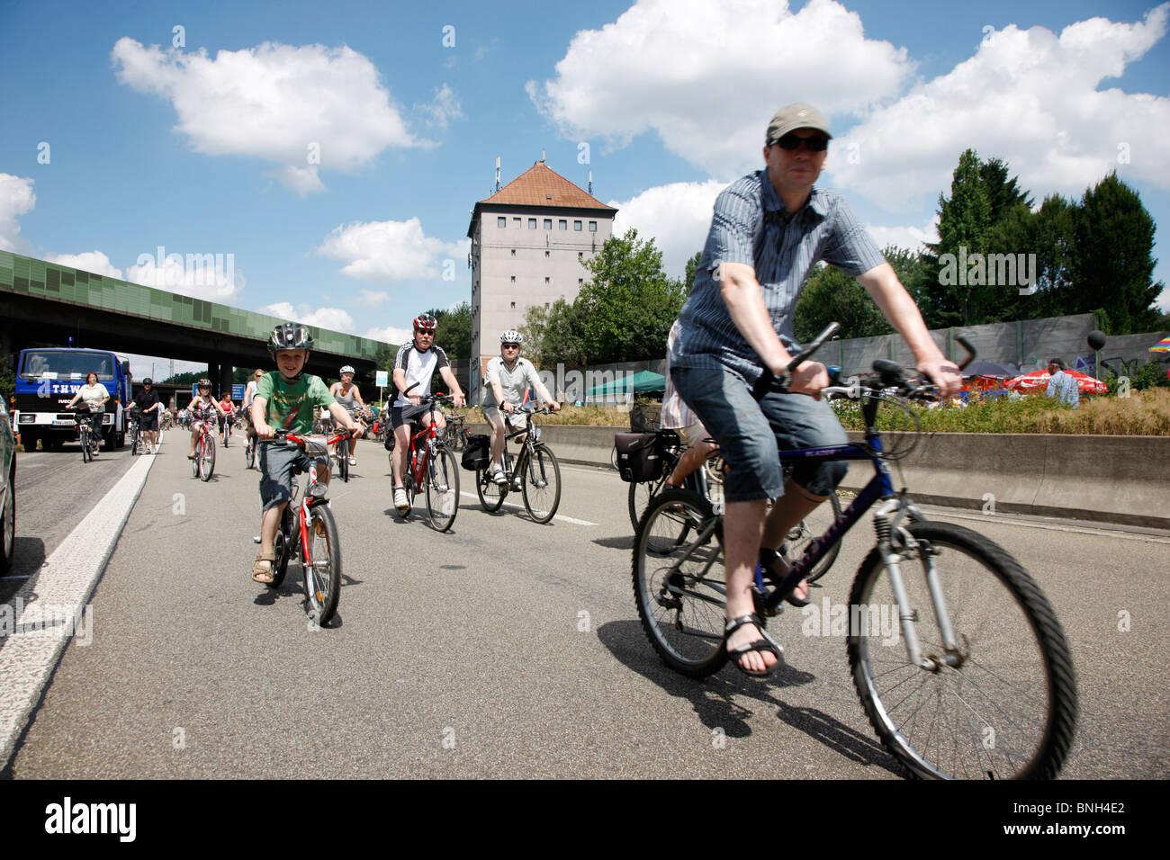 Still-Leben, Schließung der Autobahn A40, für eine 60 KM lange Kulturfestival mit mehr dann 3 Millionen Stockbild