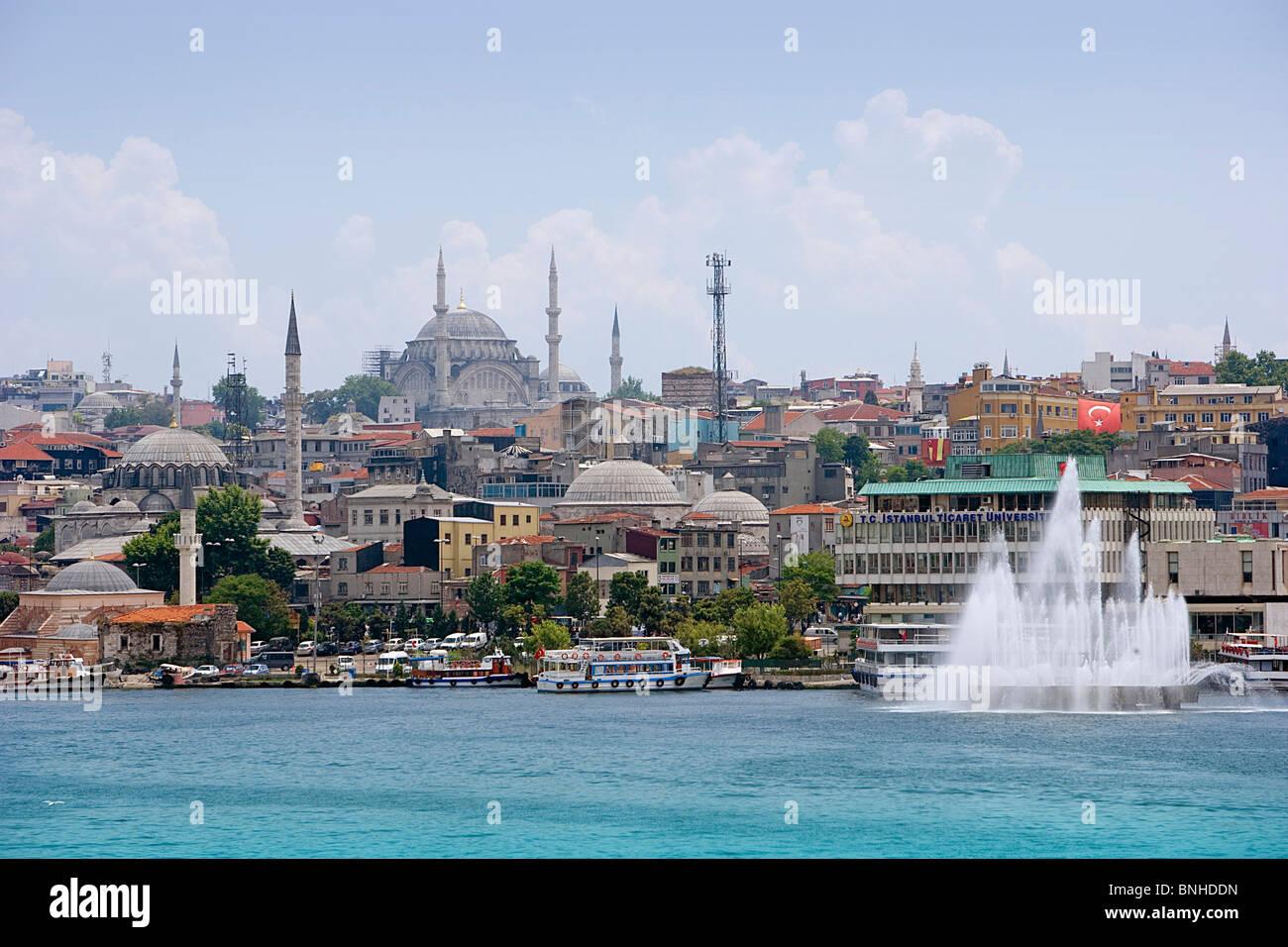 Juni 2008 Türkei Istanbul Stadt Schiffe Boote Brunnen Meer Stockbild