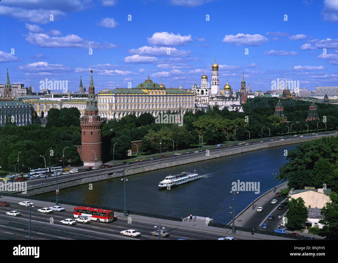 Sommer 2008 Russland Moskau Moskwa Fluss Kreml Brücke Verkehr Stockbild