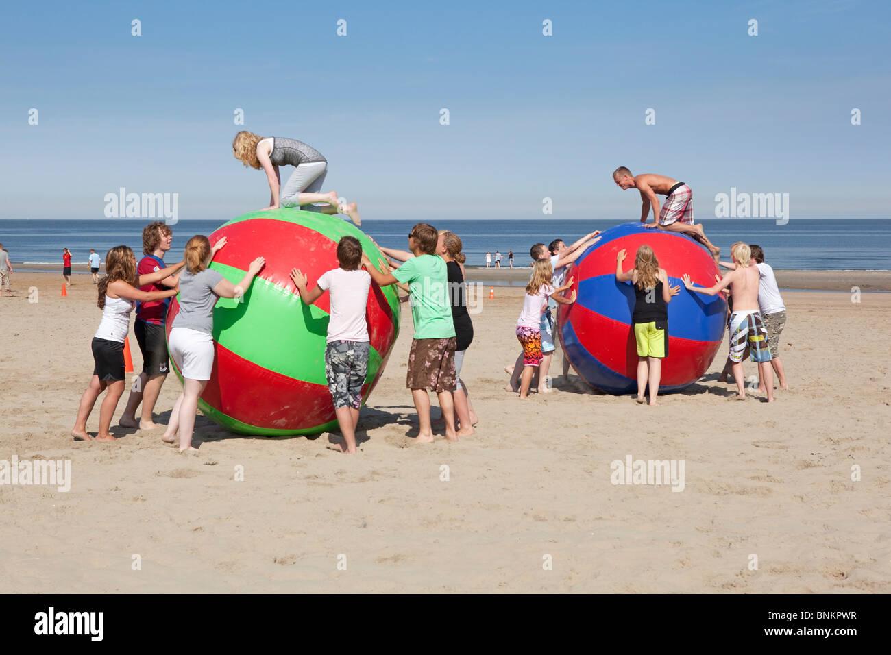 Teilnahme an Sportkursen am Strand Stockbild