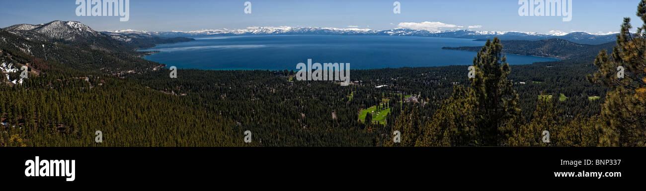 Blick auf Lake Tahoe von Mt. Rose Autobahn mit Incline Village im Vordergrund aus Nevada, USA Südwesten. Stockbild