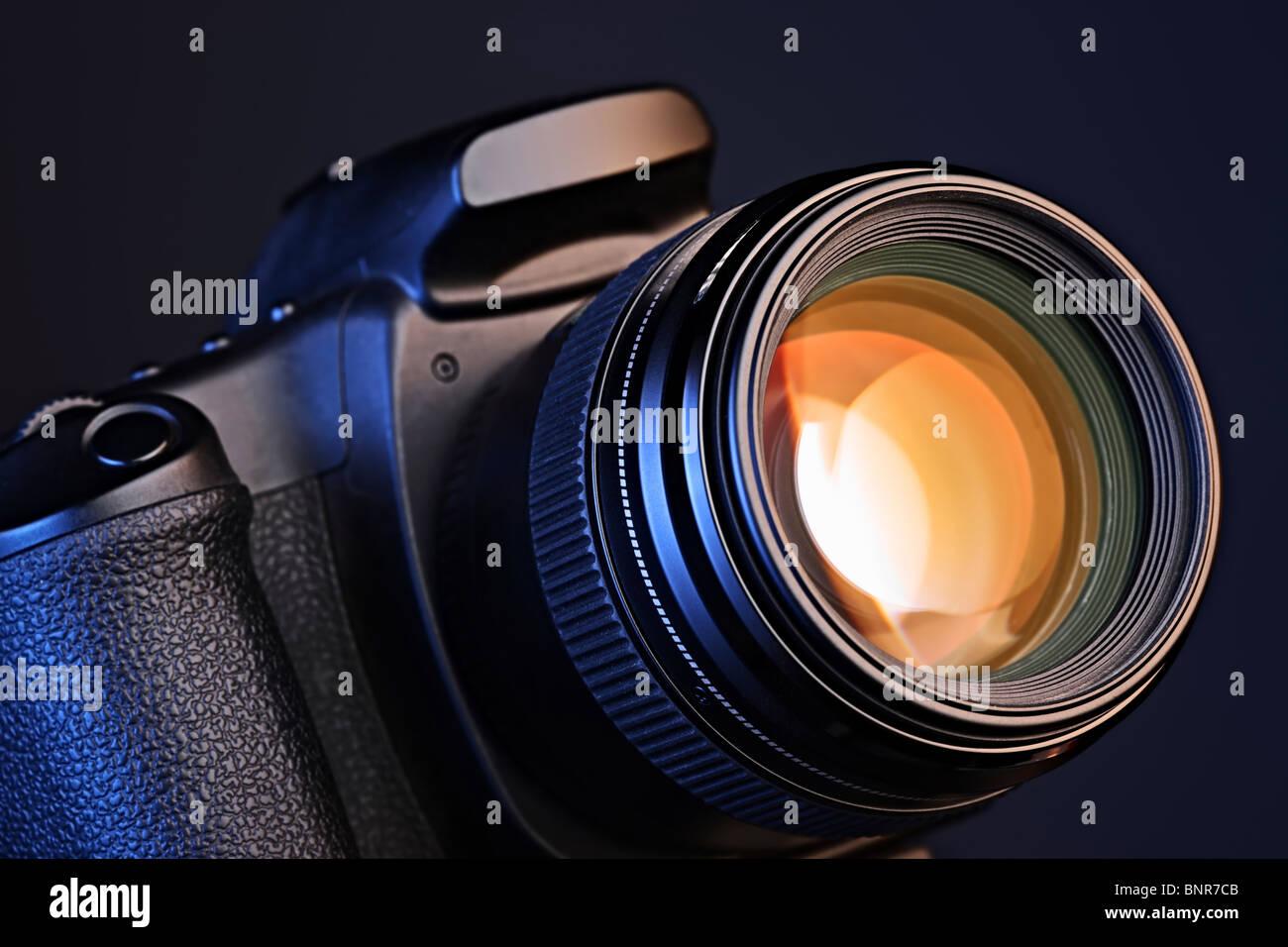 Digitale Kamera mit einem Objektiv Stockbild