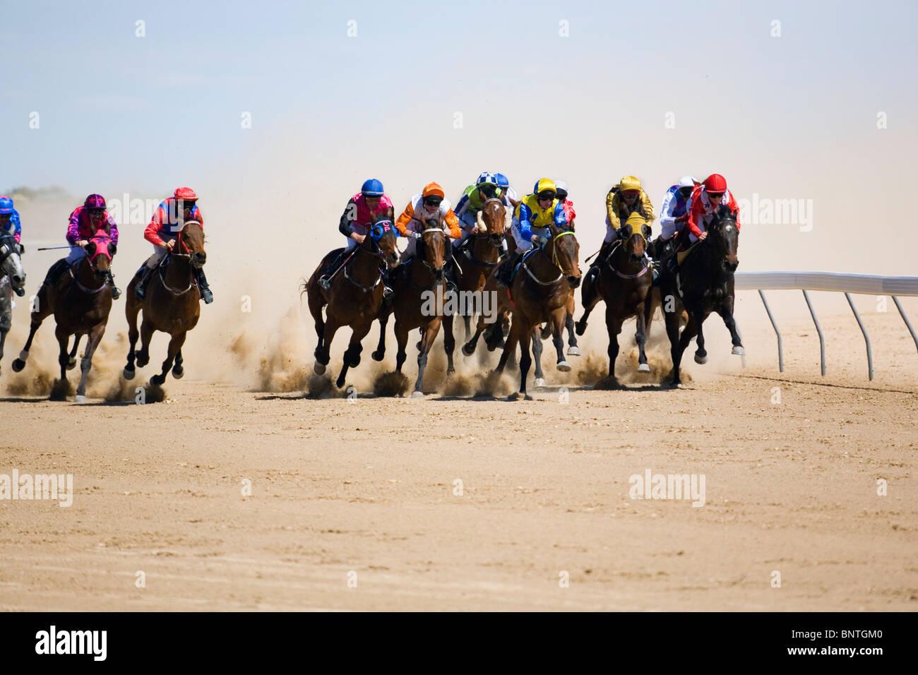 Pferderennen im Outback bei den Birdsville Cup Rennen.  Birdsville, Queensland, Australien. Stockbild