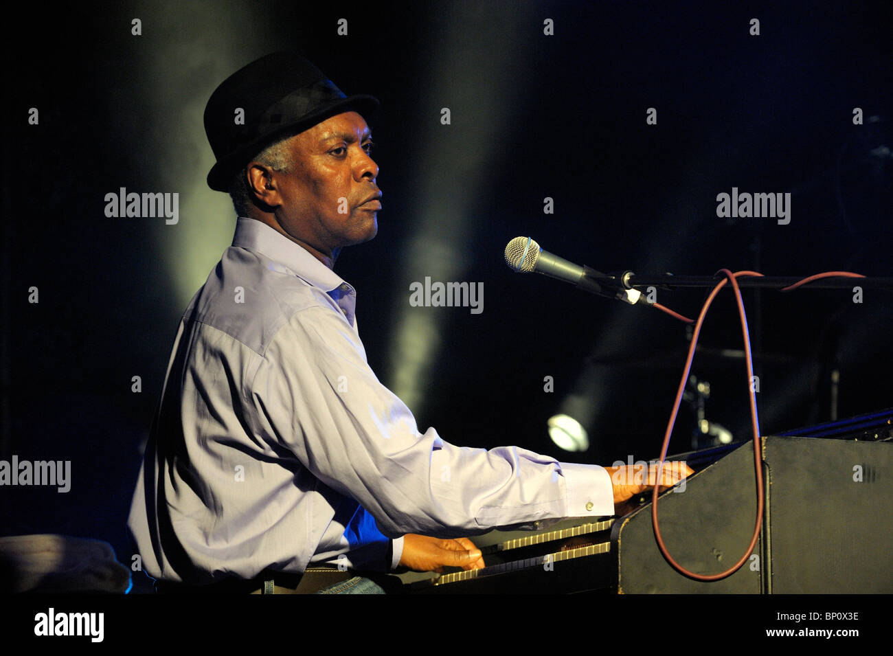 Booker T. Jones, US-Blues-Sänger-Musiker spielt Hammond B3-Orgel. Hauptbühne Festzelt. Maryport Blues Stockbild