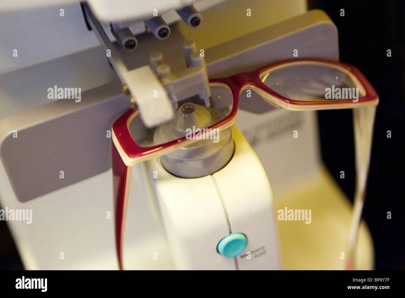 Brillen-Herstellung Stockbild