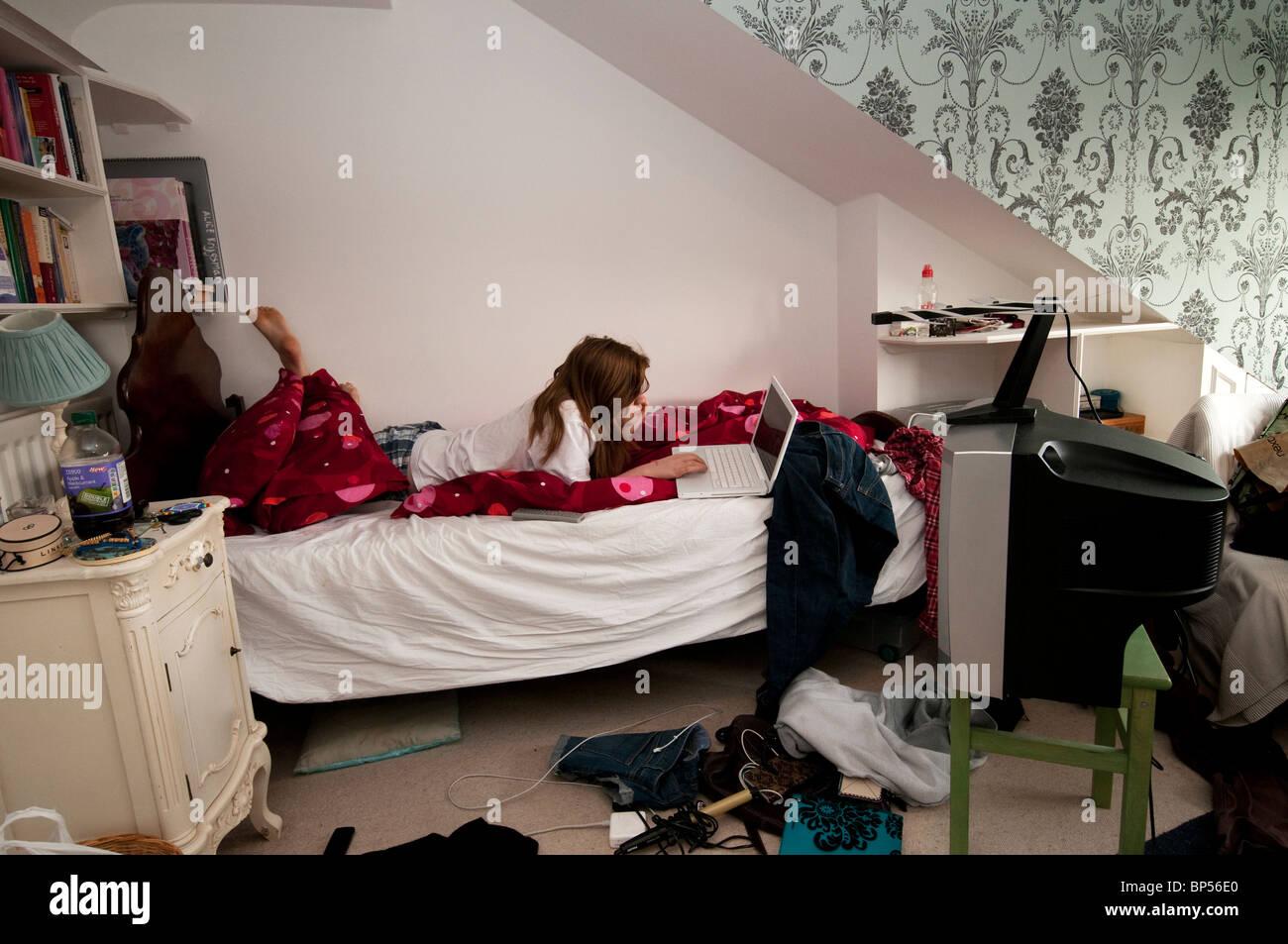teenager room messy stockfotos teenager room messy bilder alamy. Black Bedroom Furniture Sets. Home Design Ideas