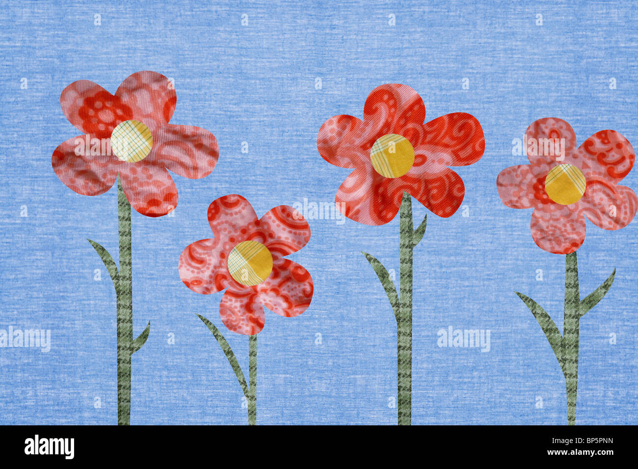 Blumen vor blauem Hintergrund Stockbild