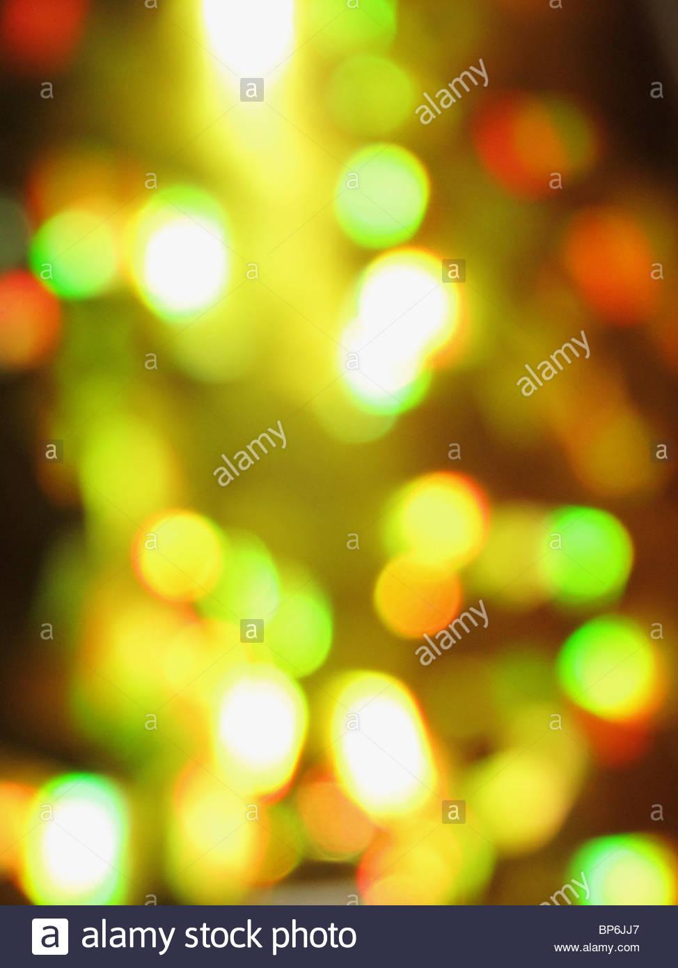 Ein abstraktes Bild von gelben, grünen und roten Lichtern Stockbild
