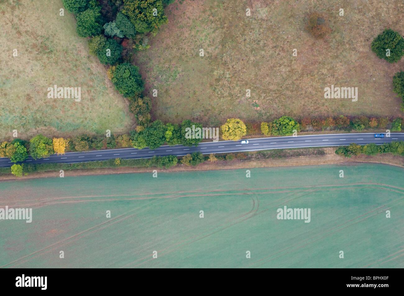 Luftaufnahme der Straße durchschneidet Landschaft südlich von Norwich Norfolk Stockbild