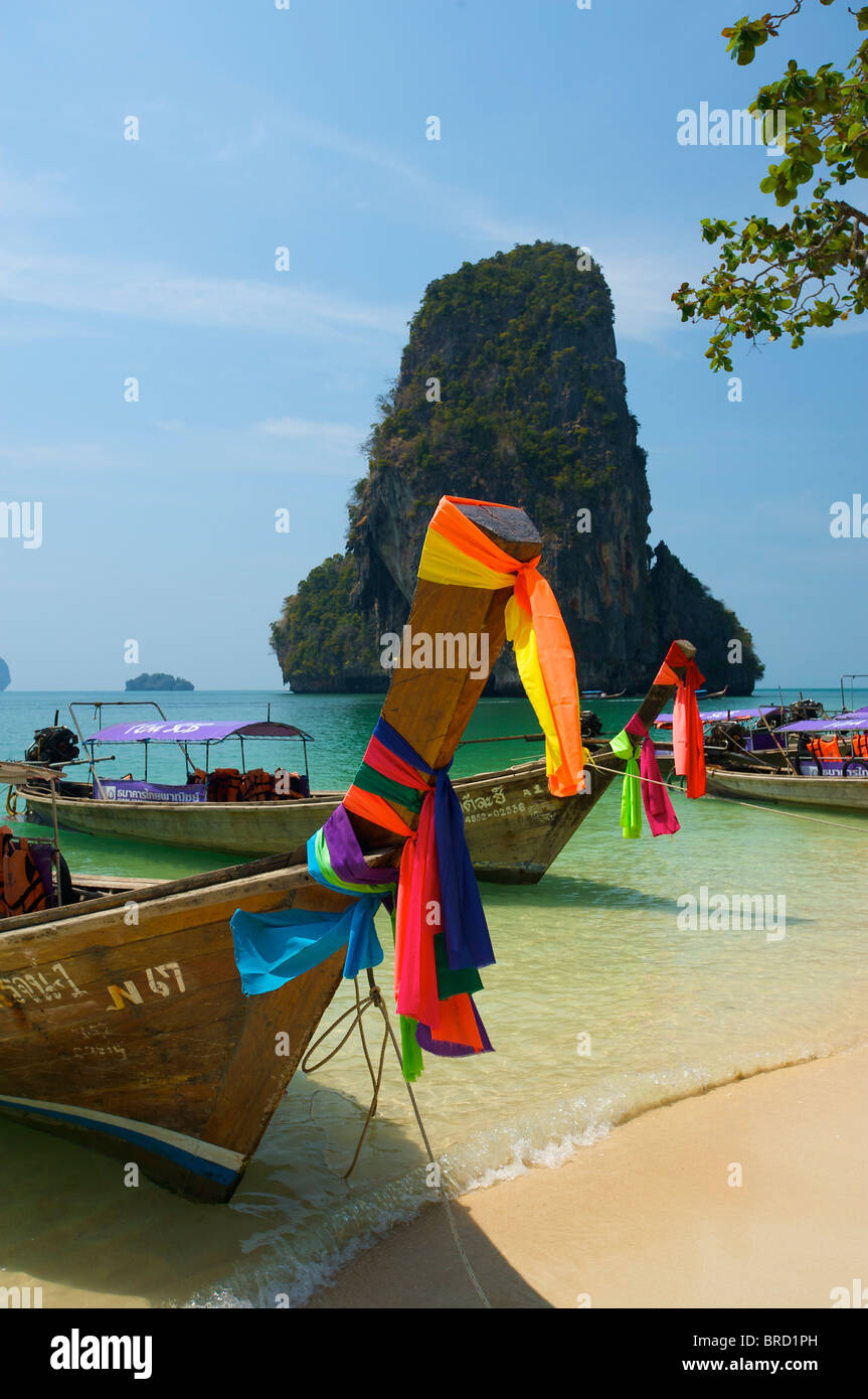 Longtail-Boot am Laem Phra Nang Beach, Krabi, Thailand Stockbild
