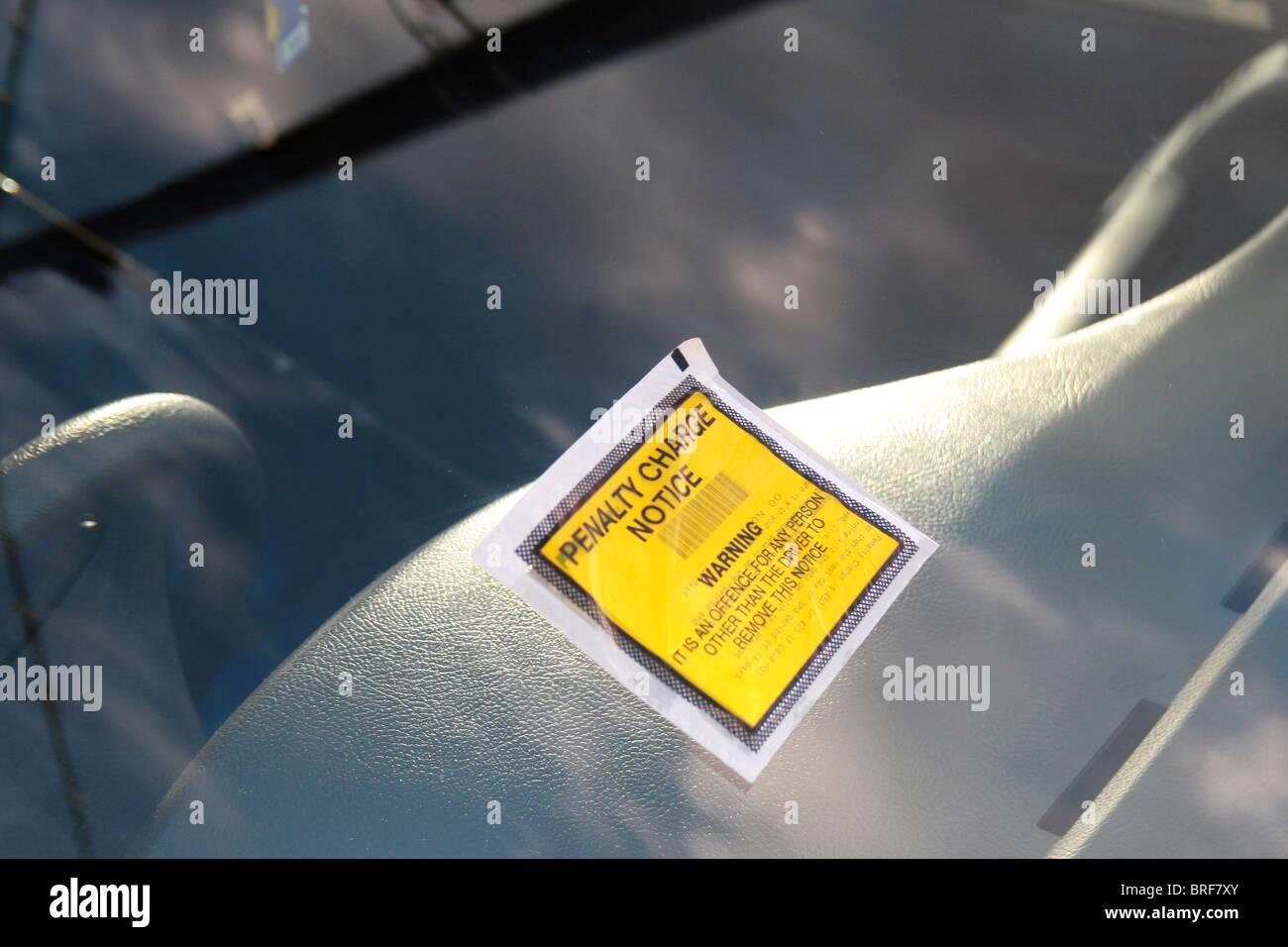 Parkschein, Strafe berechnen Kündigungsfrist Stockbild