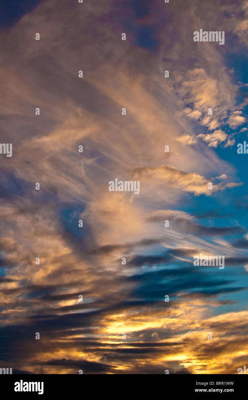 Cirruswolken bei Sonnenuntergang Stockbild