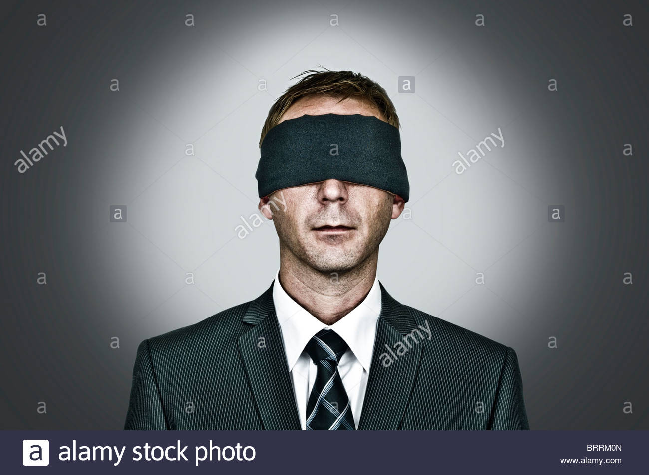 Mann mit verbundenen Augen Stockbild