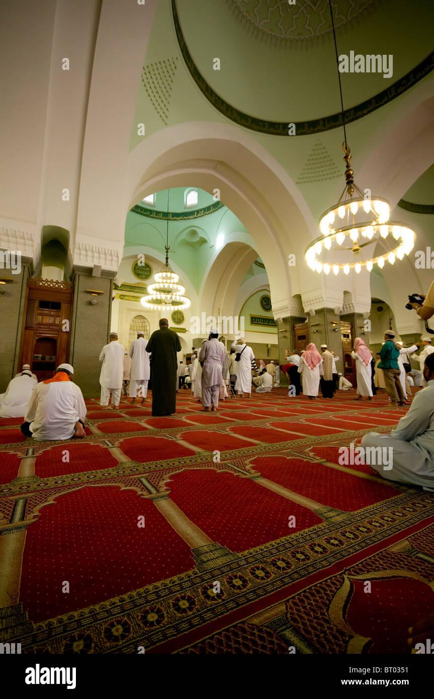 Muslime beten in Quba Masjid 21. April 2010 in Medina, Saudi-Arabien. Stockbild