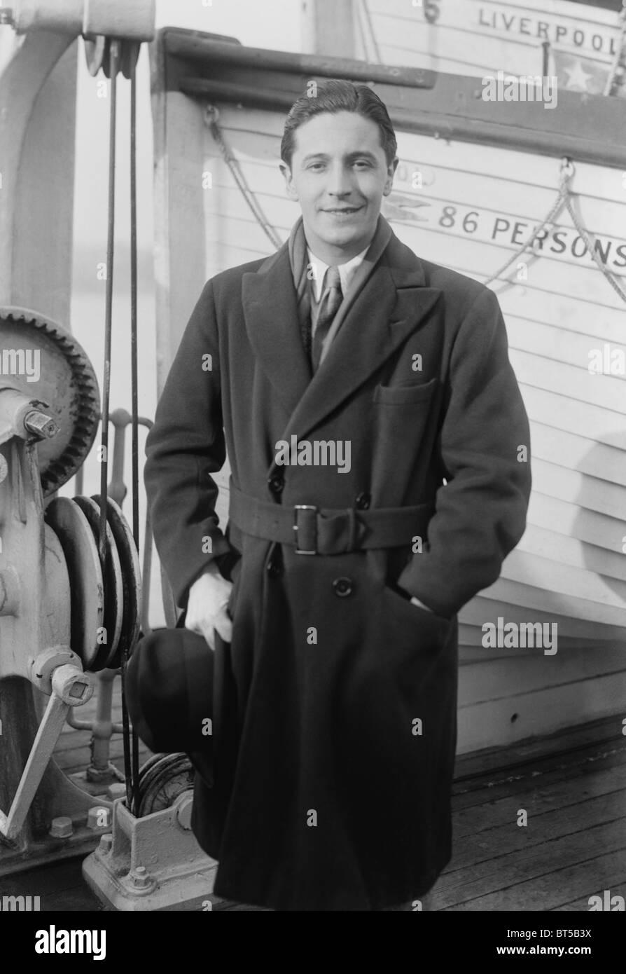 Vintage Foto ca. 1922 des walisischen Komponisten, Sänger und Schauspieler Ivor Novello (1893-1951) an Bord Stockbild