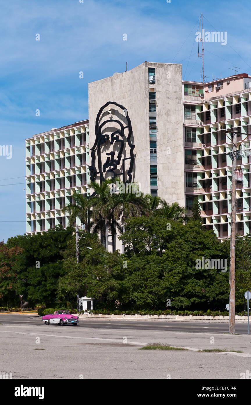 Havanna, Kuba. Das imposante Bild von Che Guevara an der Fassade des Ministeriums des Innern Bau Plaza De La Revolucion Stockbild