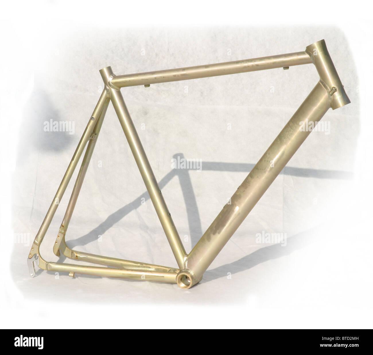 Ausschnitt des blanken Metall unvollendet leichte Aluminiumlegierung Rahmen für Road Rennrad Stockbild