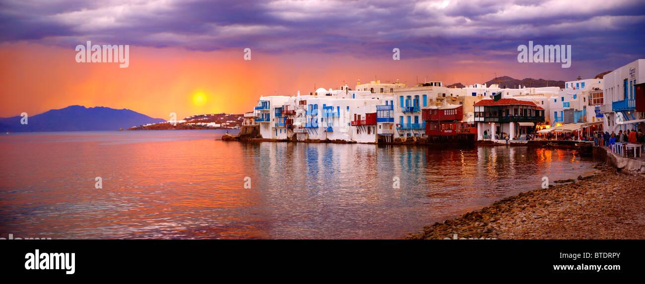 Sonnenuntergang über der Klein-Venedig (Venetien) Nachbarschaft von Kastro Bezirk von Chora, Mykonos, Kykladen, Stockbild