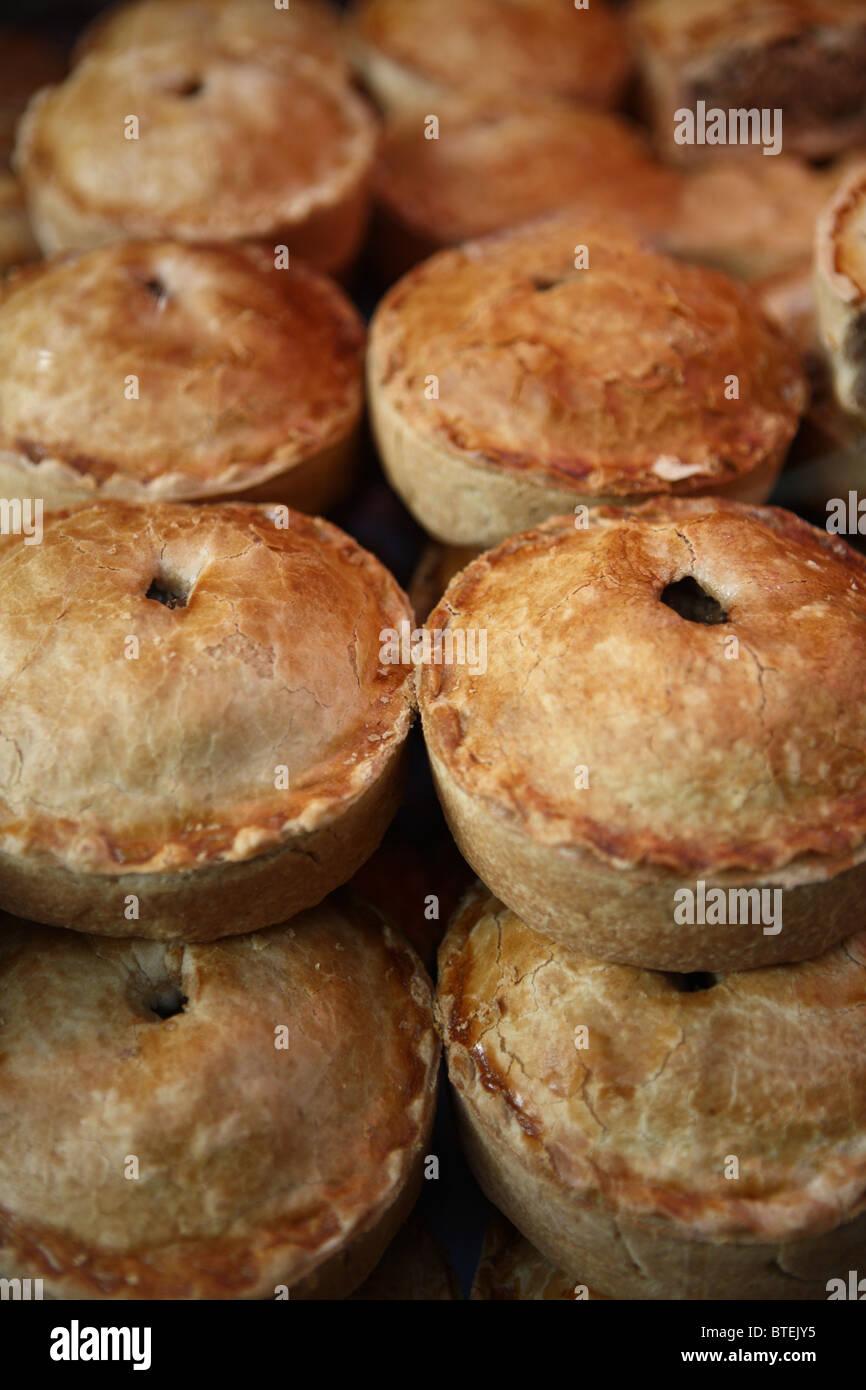 Kuchen Torten pastöse Fleisch Gemüse traditionelle englische Vereinigtes Königreich Snack Essen Abendessen Stockbild