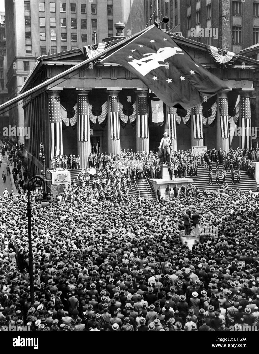 Gesamtansicht während Zeremonien auf der größten Krieg-Bond-Kundgebung in der Geschichte der N.Y.C Stockbild