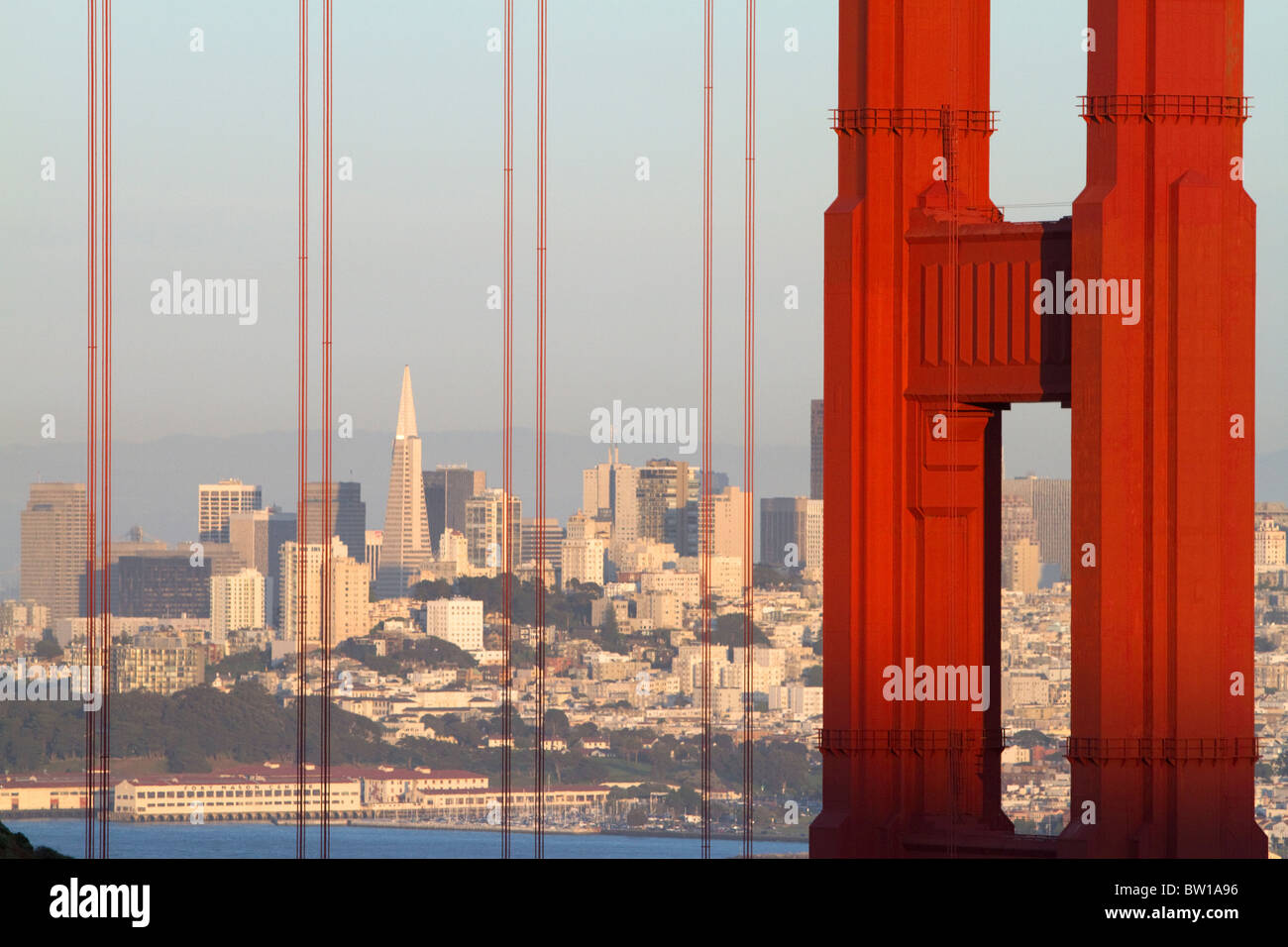 Die Golden Gate Bridge und die Stadt San Francisco, Kalifornien, USA. Stockbild