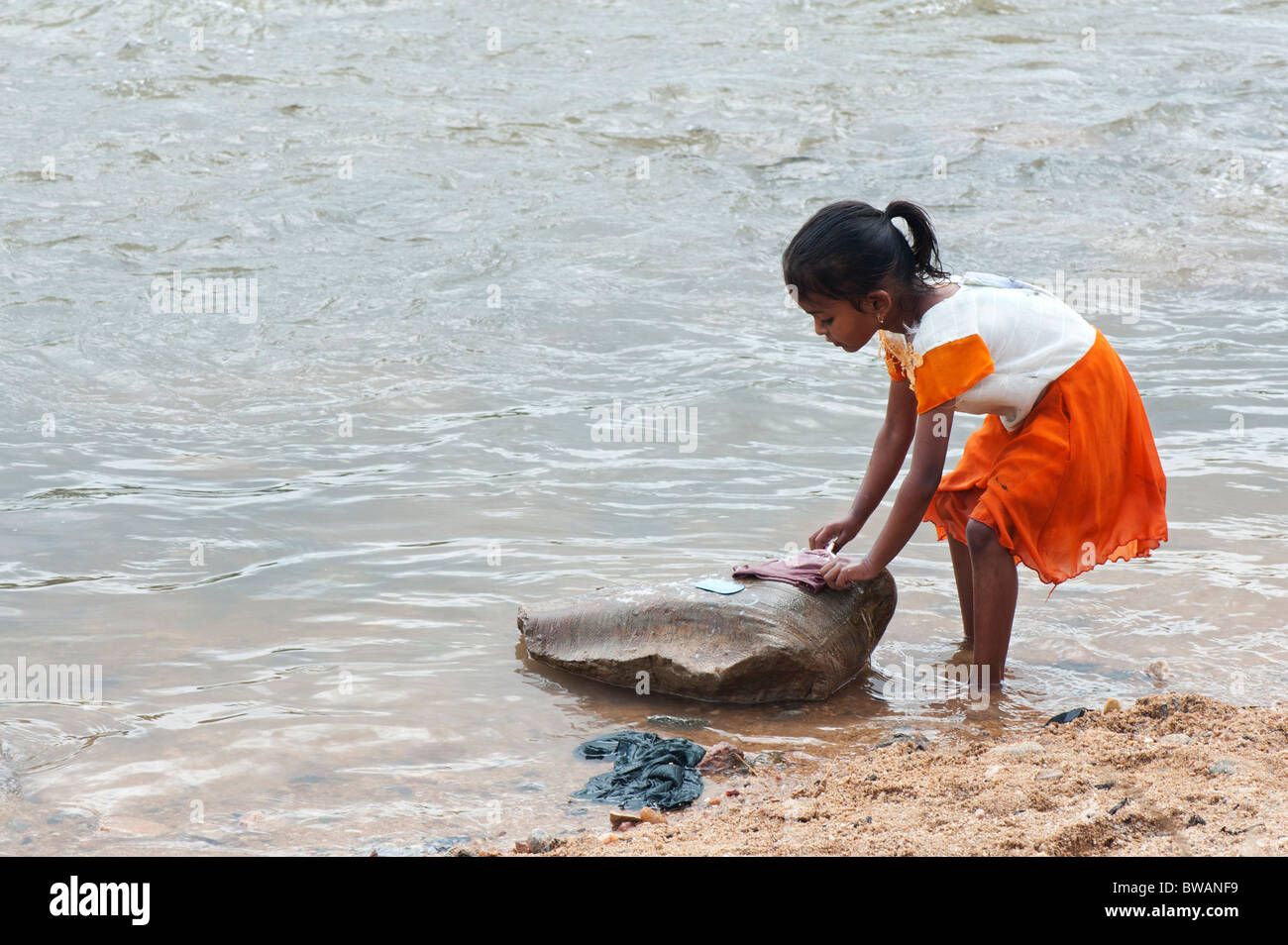 girl washing clothes in river stockfotos girl washing clothes in river bilder alamy. Black Bedroom Furniture Sets. Home Design Ideas