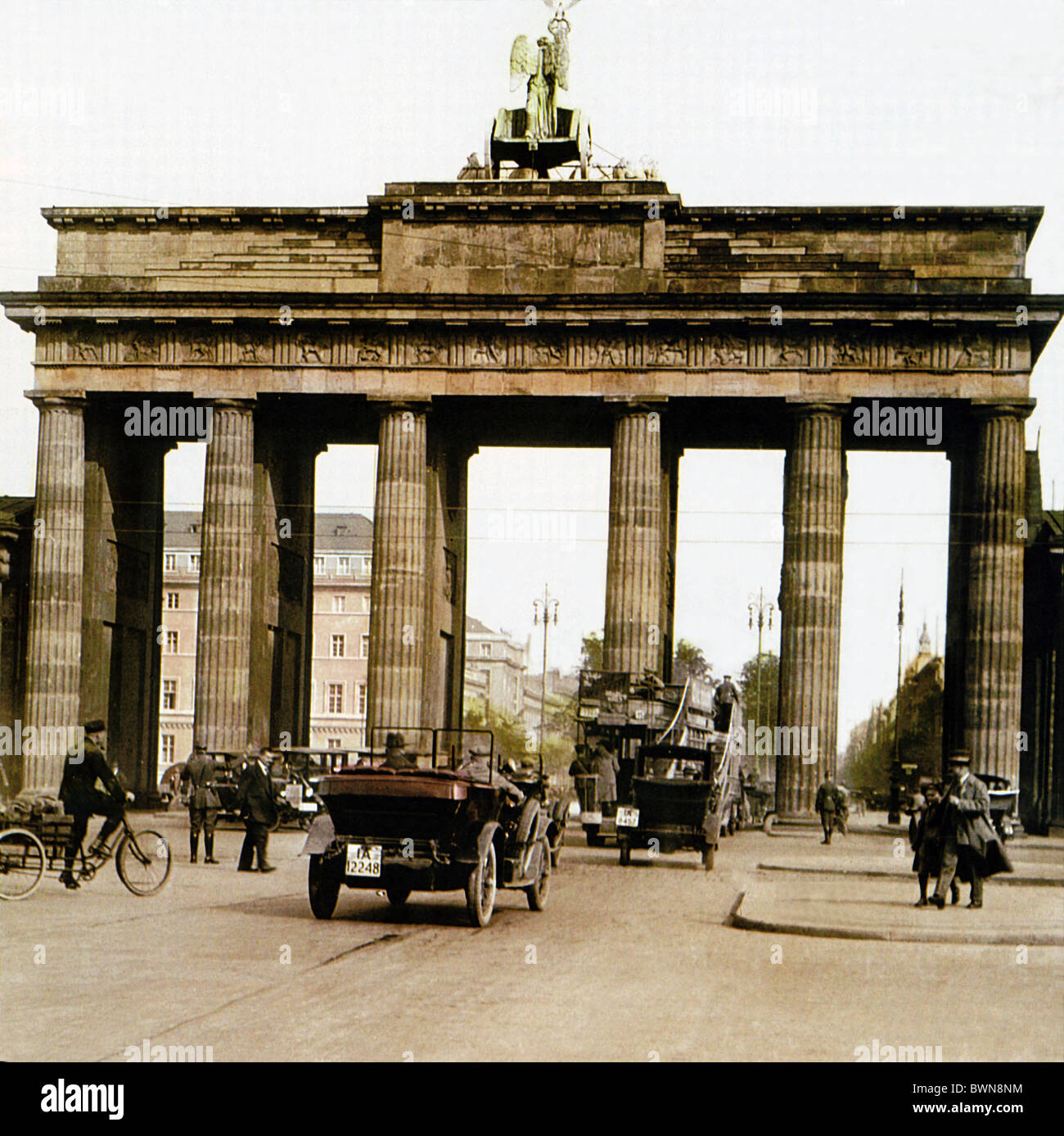 Brandenburger Tor Berlin in der Nähe von 1910 Geschichte historische Altstadt Verkehr Menschen Wahrzeichen Stockbild
