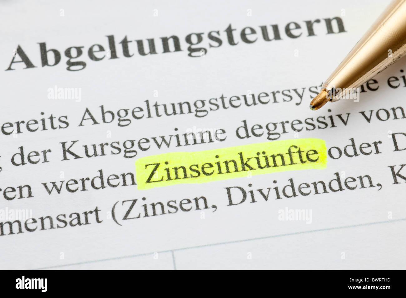 Kapitalertraege, Deutsch für Zinserträge Stockbild