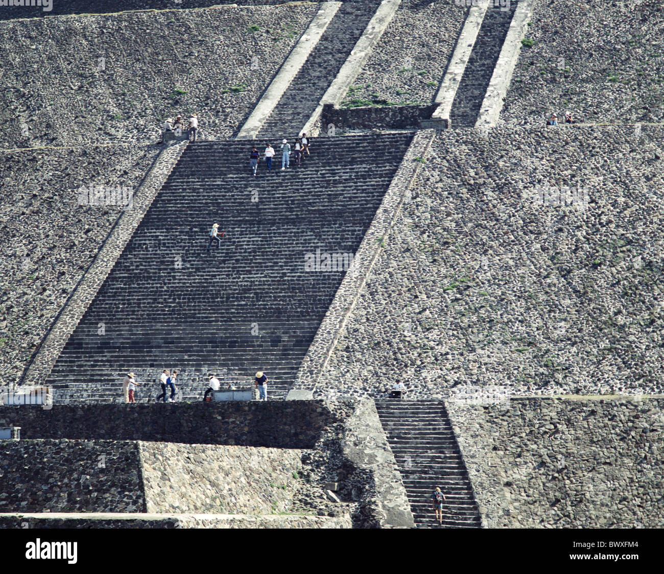 Azteken Ruinen Kultur Mexiko Mittelamerika Lateinamerika Personen Sonnen Pyramide Teotihuacan Treppe Stockbild